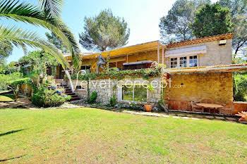 Villa 7 pièces 211 m2