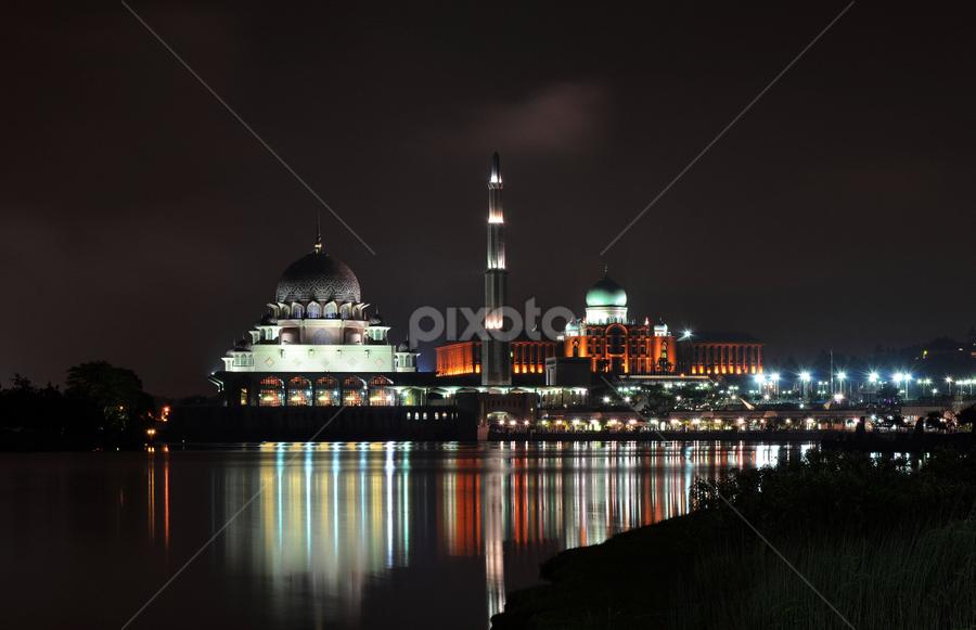 Mesjid Putrajaya by Zayady Radin - City,  Street & Park  Vistas