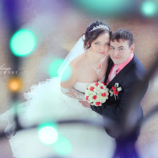 Wedding photographer Kseniya Dikaya (DIKFOTO). Photo of 23.12.2013