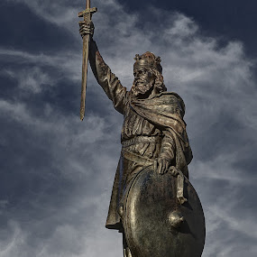 Alfred, King of the Saxons by Steve Corcoran - Buildings & Architecture Statues & Monuments ( history, winchester, king alfred, saxons, danes, monument, hampshire, king, heritage, king aelfred. statue )