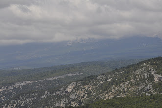 Photo: De Mont-Ventoux in de wolken.