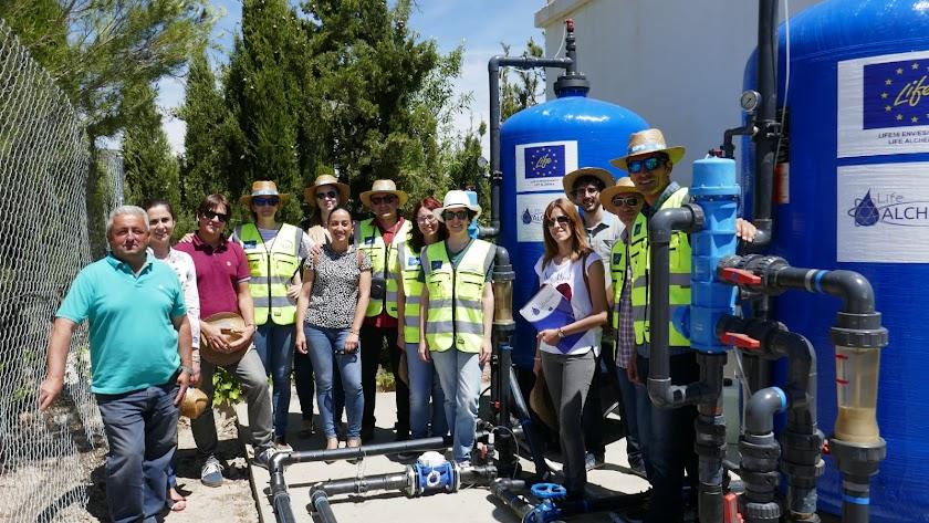 Delegación internacional del proyecto visitando una de las plantas de tratamiento.