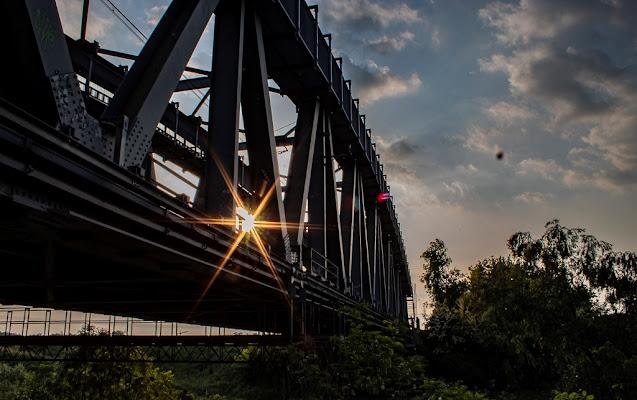 Raggi di luce attraversano la ferrovia di Mark_Bert_ph