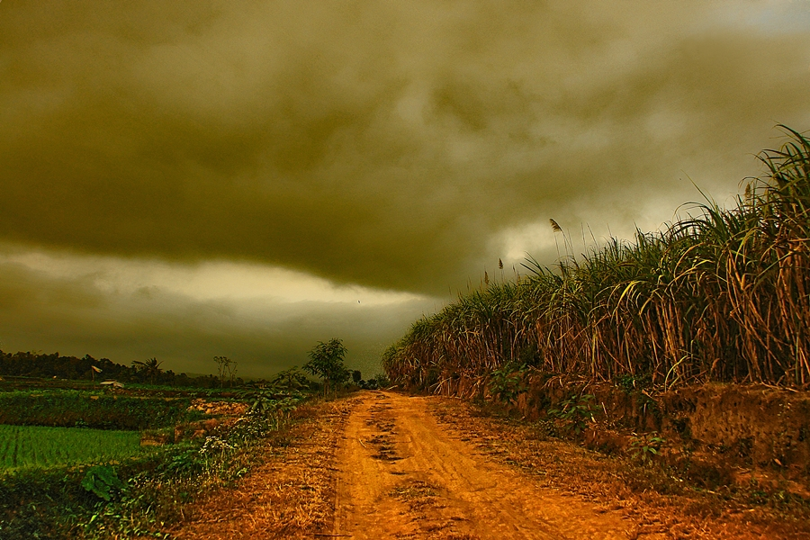 Black Cloud in The Hill by Imam Muchdin - Landscapes Cloud Formations