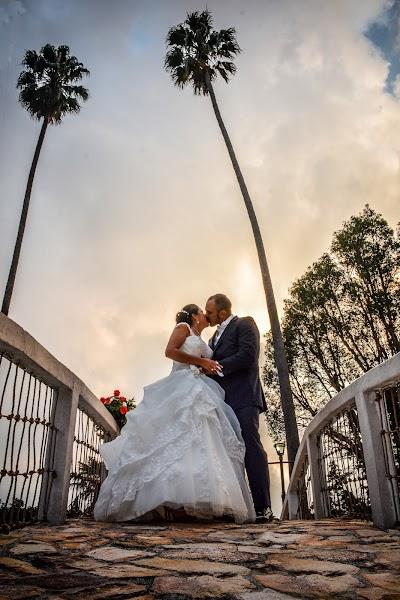 Fotógrafo de bodas Danny Gamboa (4bb4f3532ca1cc0). Foto del 20.12.2016