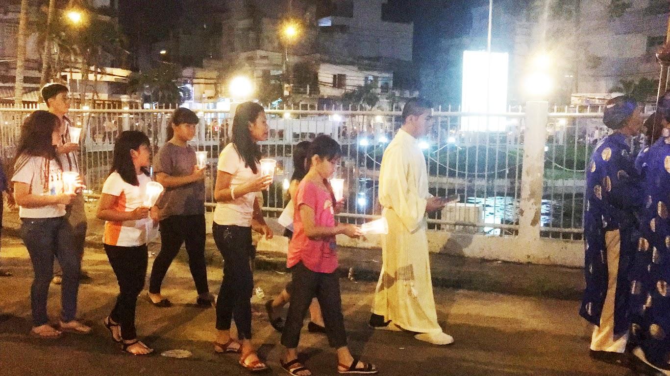 Giáo xứ Phú Bình : Đội mưa rước kiệu kính Mẹ Mân Côi - Ảnh minh hoạ 5