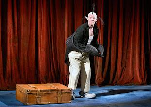 Photo: WIEN/ Akademietheater: DIE SCHNEEKÖNIGIN - Märchen von Hans Christian Andersen. Inszenierung: Anette Raffalt, Premiere 15. November 2014. André Meyer. Foto: Barbara Zeininger