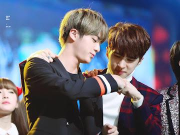 Ken and Jin fist bump