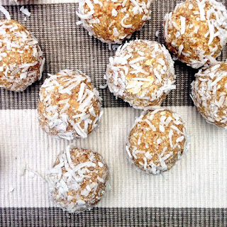 ALMOND AND OAT COCONUT BLISS BALLS.