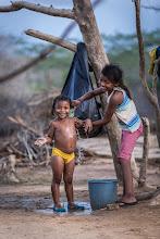 Photo: El baño refrescante - comunidad de Jawapiakat - Maicao