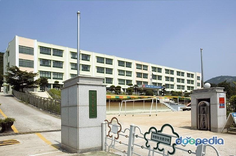 Jimin's former elementary school closed down