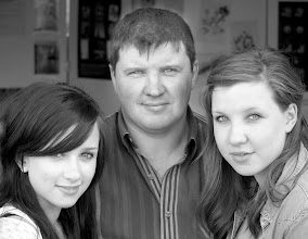 Photo: 08 - Father with daughters