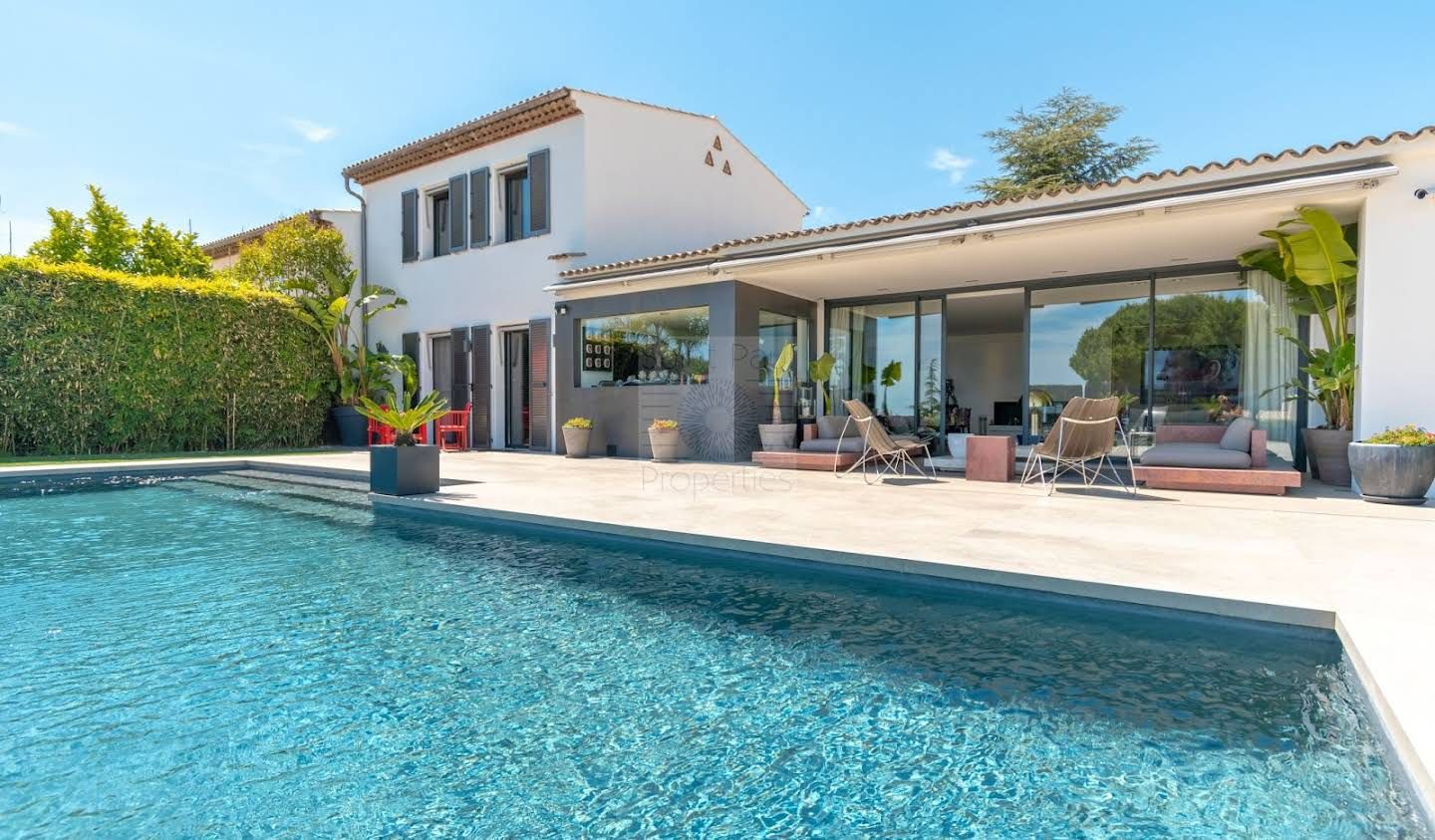 House with pool and terrace Villeneuve-Loubet