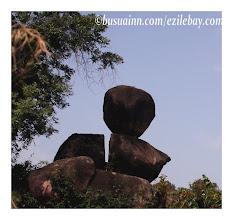 Photo: tout est question d'équilibre...nord Ghana