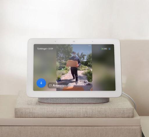 Ein Nest-Display mit Aufnahmen der Videotürklingel