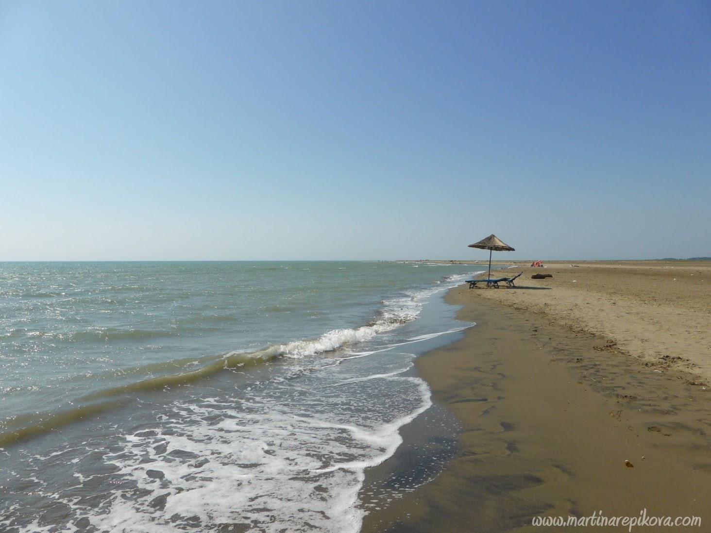 Pláž v lagúne Karavasta, Albánsko