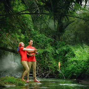 Couple Fishing by Zackde Lubis - People Couples ( #couple, #outdoorphoto, #preweddingphoto, #conceptualphoto, #river, #zackdephotography, #fishing )