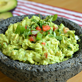 Vegan Guacamole With Tortilla Chips