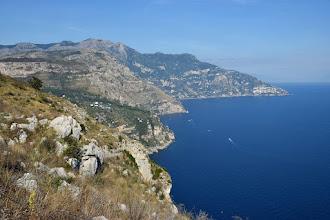 Photo: Vista verso est con Monte V. Alvano. Monte Comune, S. Angelo a Tre Pizzi, M. Tre Calli, Vettica di Praiano e Capo Sottile