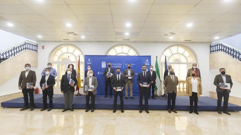 El presidente de Diputación con representantes de los ayuntamientos y de Hortyfruta