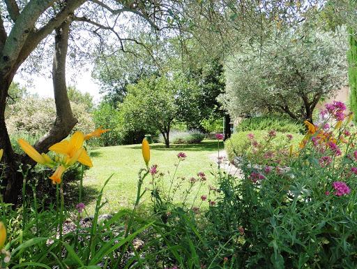 les-jolis-jardins-de-lescleriade-chambre-dhotes-en-provence