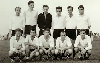 Photo: 1966 Vuren 1 kampioen  in Brakel achterste rij vlnr  Gerrit Muilenburg-Sjon v Herwijnen-Jan Roza-Jan v Horssen-Jo v Straten- Jan v/d Wal- voorste rij  Jaap Sonnema-Aart v Eck-Hans v/d Berg- Nol Schijf-Dick de Kock