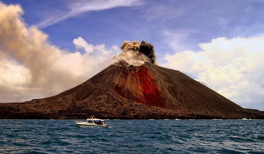 Eruption of  Mt. Krakatau by F.N. Hendrawan - Landscapes Mountains & Hills ( sunda strait, boat, eruption, anak krakatau )