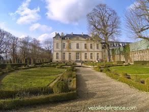 Photo: La façade Est du Petit Château - Guide de balade à vélo de Meudon à Sceaux par veloiledefrance.com