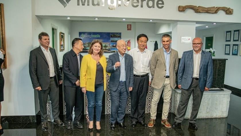 Visita de una delegación china a los cultivos del Poniente