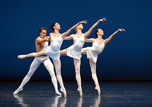 Photo: WIENER STAATSBALLETT/ Nurejew-Gala 2013 am 29.6. Roman Lazik, Ketevan Papava, Olga Esina,Nina Polakova. Foto: Barbara Zeininger
