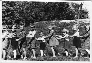 Photo: Óvodások,-Dudás Laci, Petróczi Lajos, Németh Kálmán, Nemes Pali, Berecz Árpika, Bödők Erika, Matus Ancsika, Bödők Lenke, Nagy Ilonka (cukros) 1956/57, Csicsó