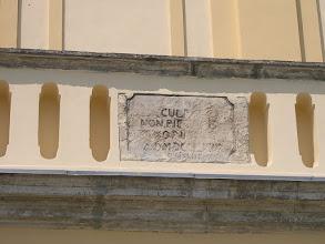 Photo: Fragment napisu na fasadzie kościoła