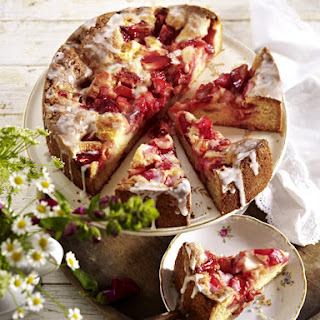 Sunken Strawberry Rhubarb Cake
