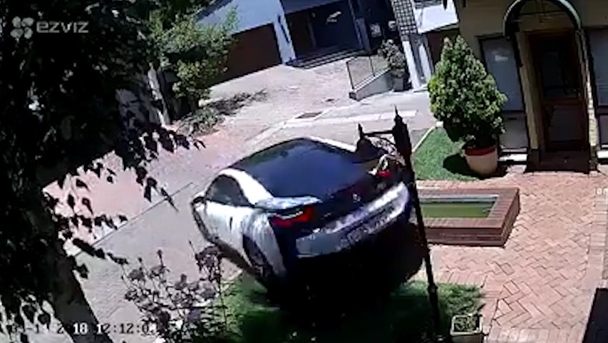 Watch That S Going To Be Expensive Woman Wrecks Bmw I8