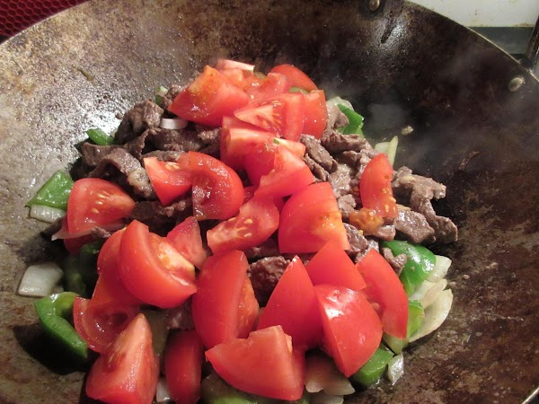 Put the meat back into the wok along with the tomatoes. Mix and heat...