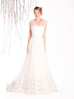 Robe de mariée Eleonore, très fluide, sans manche, avec des bandes de tissu en satin et un bustier drapé en tulle