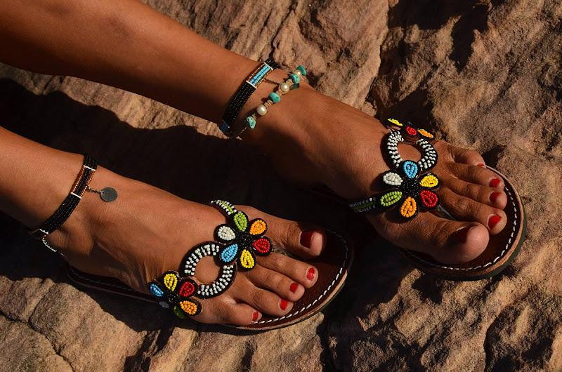 Nieuw: exclusieve damessandalen, sarongs en juwelen uit Kenia
