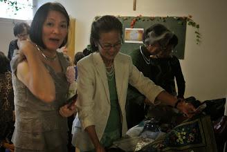 Photo: Chi Bao Nga vend l'artisanat vietnamien