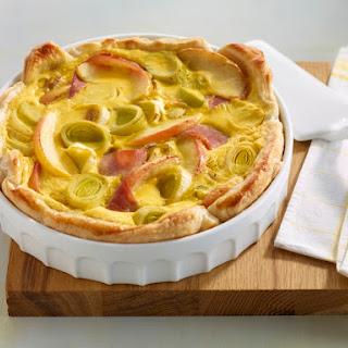 Curry-Quiche mit geräucherter Putenbrust, Apfel und Lauch