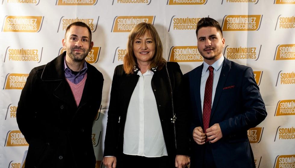 La alcaldesa de Níjar, Esperanza Pérez, con Sergio Vicente, concejal, y Domínguez.