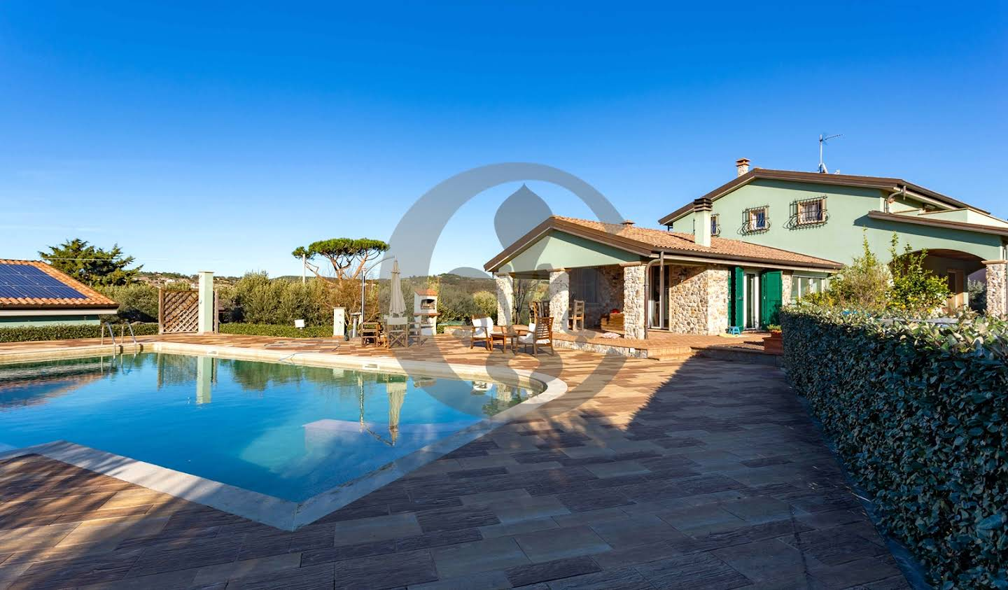 Villa with pool and garden San Vincenzo