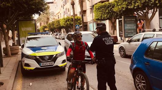 Una campaña para saber cómo debes circular con la bici en El Ejido