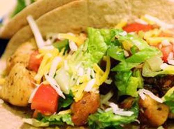 Lime Chicken Soft Tacos With Spicy Yogurt Sauce