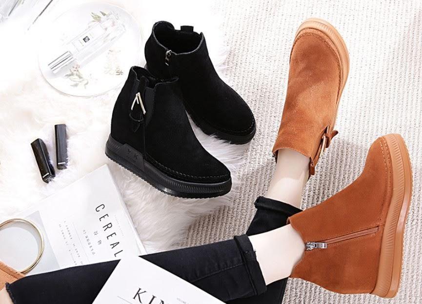 Chọn phong cách giày sneaker nữ đế cao