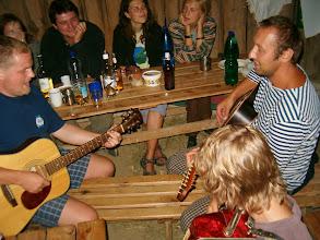 Photo: Večerní zpívání ve stodole