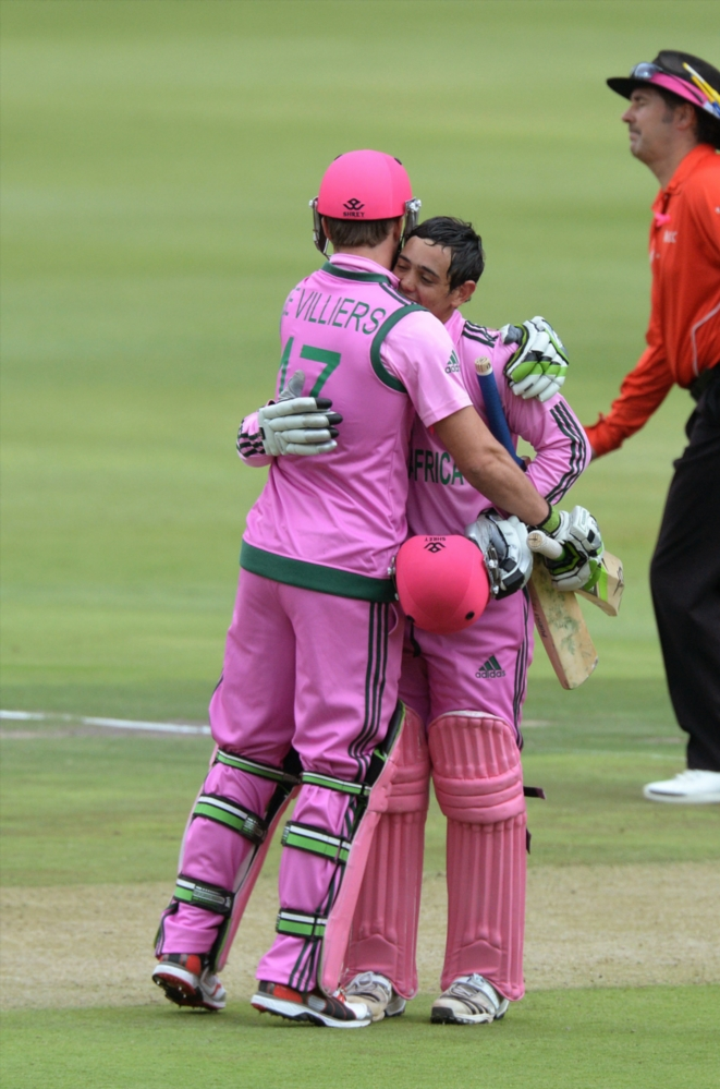 Quinton de Kock with AB de Villiers in a pink strip to improve breast cancer education and awareness.
