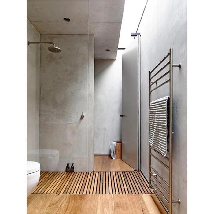 madeira e cimento na decoração de banheiro