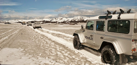 Photo: Caldera di Askja, Altopiani d'Islanda. I nostri Land Rover Defender 110 AT37 in marcia verso il cratere di Viti. Luglio 2014. www.90est.it