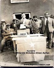 Photo: Yıl 1974 Belediye Binasının açıılışı Şahmaran AYDIN, Bld.Bşk.Kemal ÖZDAĞ (Bu resim Okan Recep AYDIN'dan gelmiştir. Teşekkürler)