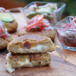 Green plantain patties stuffed with cheese {Tortillas de verde}